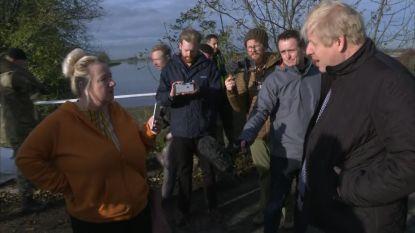 """""""Waar was je, Boris?"""": Johnson uitgejouwd in overstromingsgebied"""
