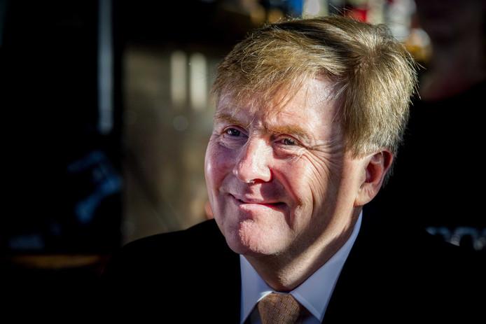 Koning Willem-Alexander op bezoek bij Jobhulp. De stichting ondersteunt mensen die hun baan verloren hebben.