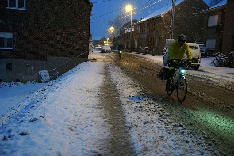 Het mooie witte laagje op de straten verdween al snel toen het verkeer op gang kwam deze ochtend.