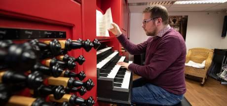 Jubilerend organist Minne Veldman uit Urk: 'Vrienden gingen uit, ik studeerde'