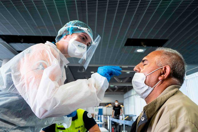 Sur la semaine du 27 juillet au 2 août, 7.565 personnes ont été testées positives en France métropolitaine.