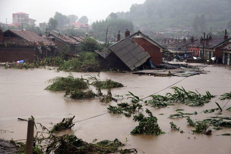 Overstroming in de stad Huaidian in noord-oost China. Tientallen mensen kwamen hier om het leven. Beeld afp