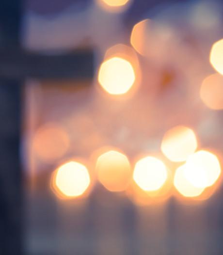 Lemmer licht op: kerken en bruggen krijgen gezellige winterse verlichting