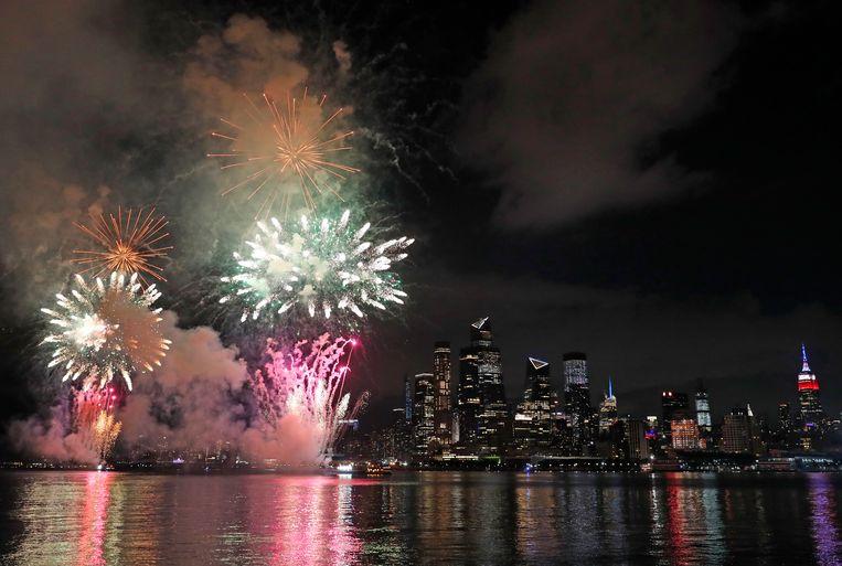 In New York worden al dagen korte vuurwerkshows gehouden, om te vermijden dat er grote menigtes worden gevormd.
