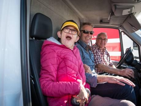 Truckersdag Heerde hoogtepunt van het jaar voor verstandelijk gehandicapte 'bijrijders' en truckers