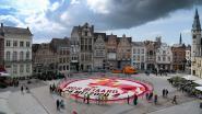 Bloementapijt in teken van Ros Beiaardommegang siert Grote Markt: 185.000 dahlia's en 4,5 ton kiezelsteentjes