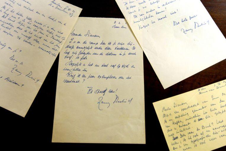 Het manuscript van een ongepubliceeerd kort verhaal van Harry Mulisch, is maandagavond geveild voor 4.000 euro bij veilinghuis De Eland in Diemen. Foto ANP/Evert Elzinga Beeld