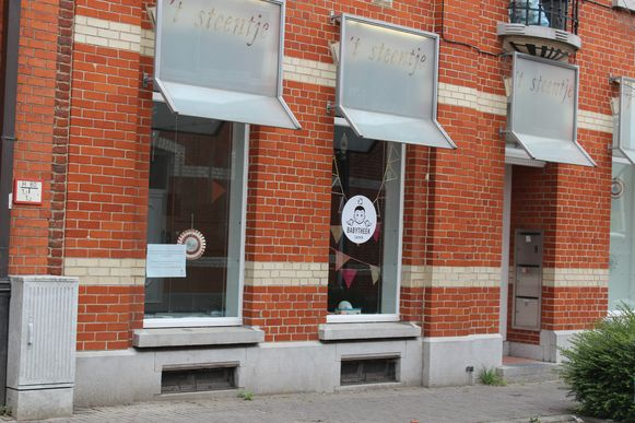 De babytheek in Lennik langs de Hendrik Ghijselenstraat .