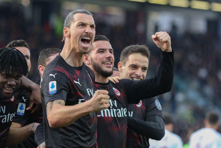 Ibrahimovic viert met Milan-ploegmaats.