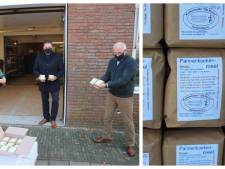 De 'weggeefmaand' is begonnen: 400 pakken pannenkoekenmeel voor voedselbank Vroomshoop