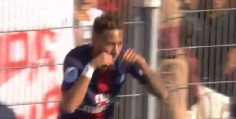 Neymar viert al 'huilend'.