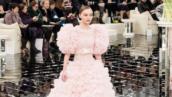 Lily-Rose Depp op de catwalk van Chanel.