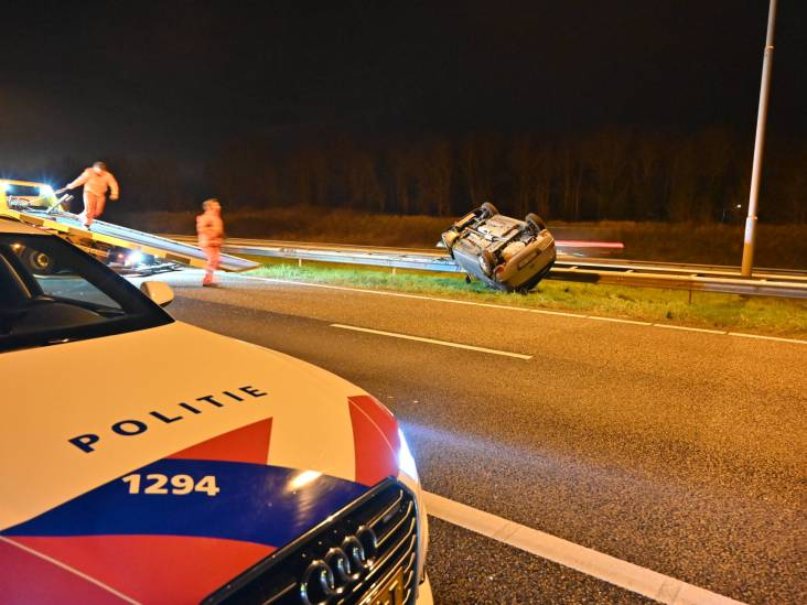 Bestuurder auto die op de kop belandde op A58 wilde ziekenhuis verlaten ondanks gebroken nek