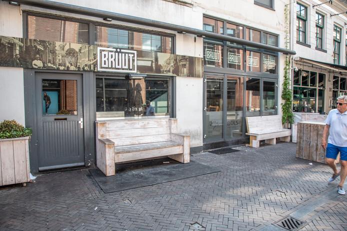 Belastingdienst kondigde vandaag een executieverkoop aan voor Café Bruut in de Voorstraat.