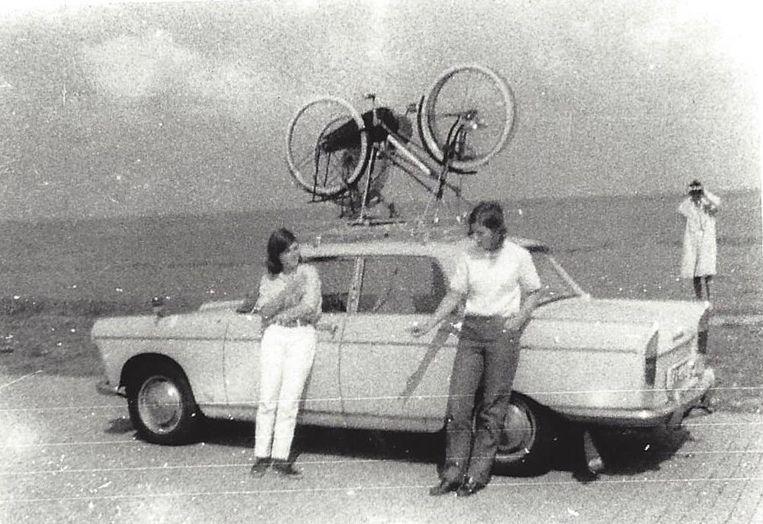 Een 17-jarige Dettmeijer met een vriendin op vakantie. Beeld -