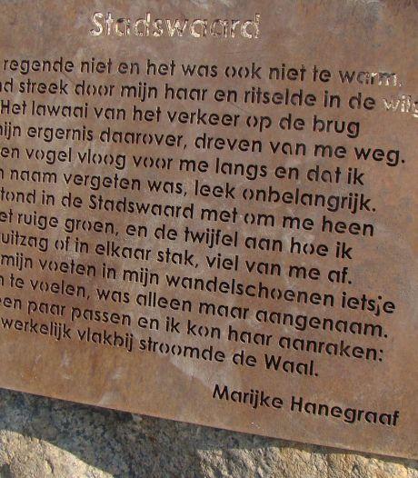 Gestolen gedicht is terecht, het lag onder brug in Nijmeegse Stadswaard