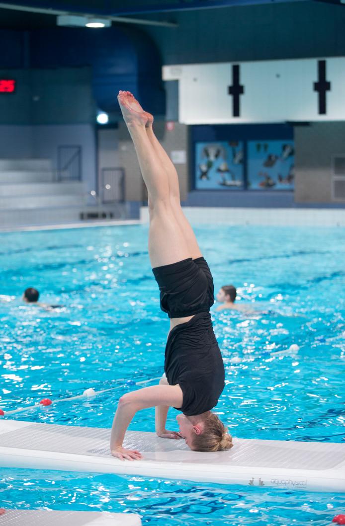 Archiefbeeld: floatfit in het zwembad.