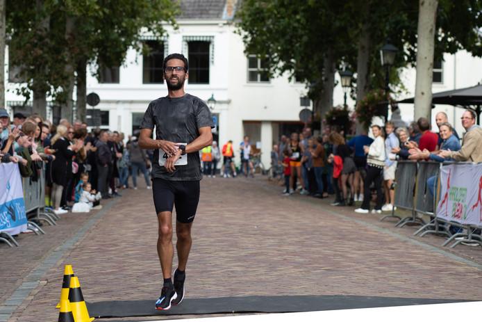 Ad Sluijter uit Maarsbergen wint onbedreigd Wijkse Dijkenloop.