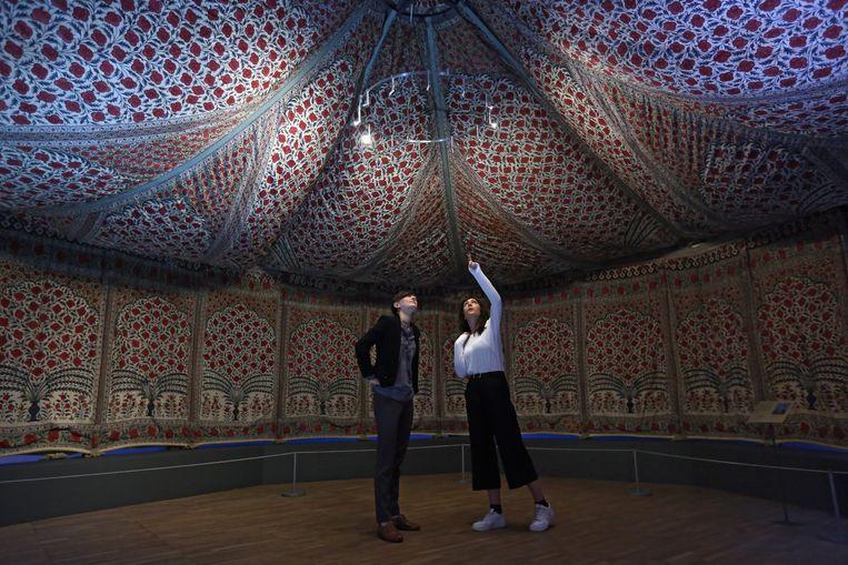 'Tipu's Tent' tijden 'The Fabric of India' in het Victoria and Albert Museum. Beeld getty