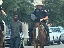 Agenten ontlopen straf na woede om 'racistische' foto: 'Als een dier behandeld'