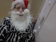 'Kerstman' Tante Rikie wenst Zwarte Crossers fijne feestdagen toe