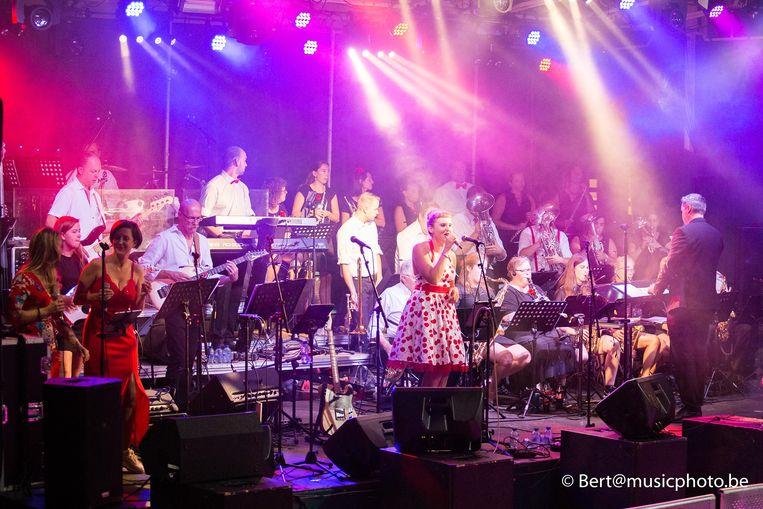 Concertband Heffen tijdens Maanrock.