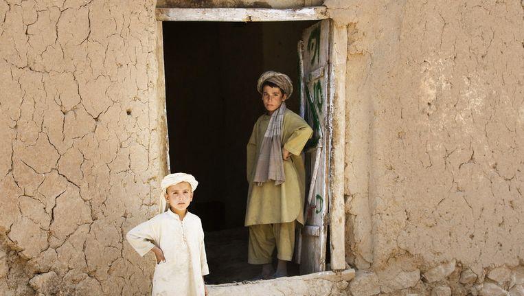 Kinderen in het dorp Ali Shirzai nabij de Nederlandse FOB Mirwais, Uruzgan Beeld anp