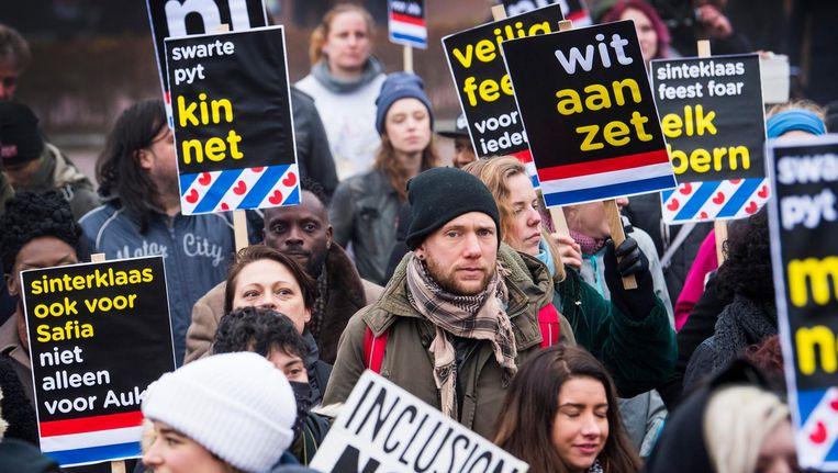 Protest in Dokkum voor een inclusiever Sinterklaasfeest Beeld anp