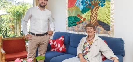 Vluchteling Huseyin logeert bij Marlies uit Zwolle: 'Dankzij haar denk ik weer na over de toekomst'