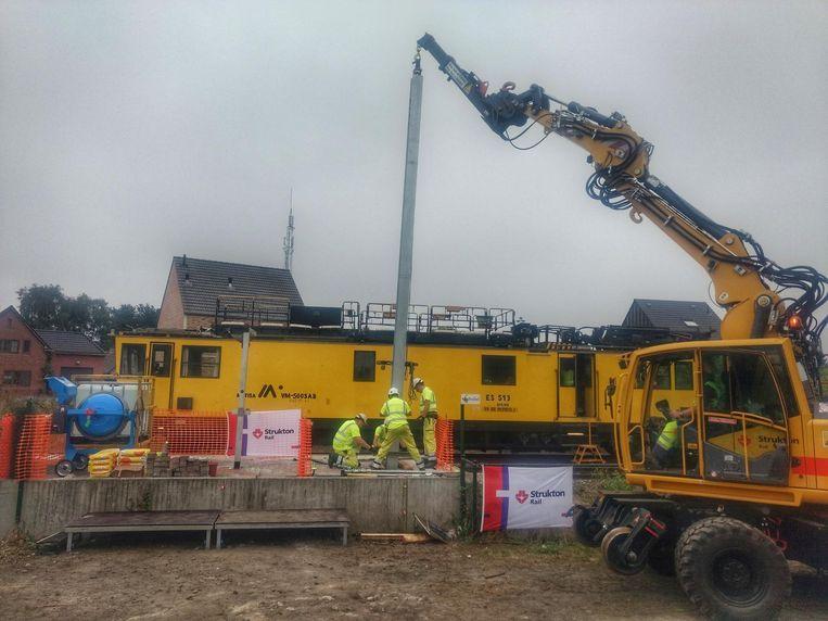 Eind augustus werd de eerste bovenleidingspaal voor de elektrificatie geplaatst.