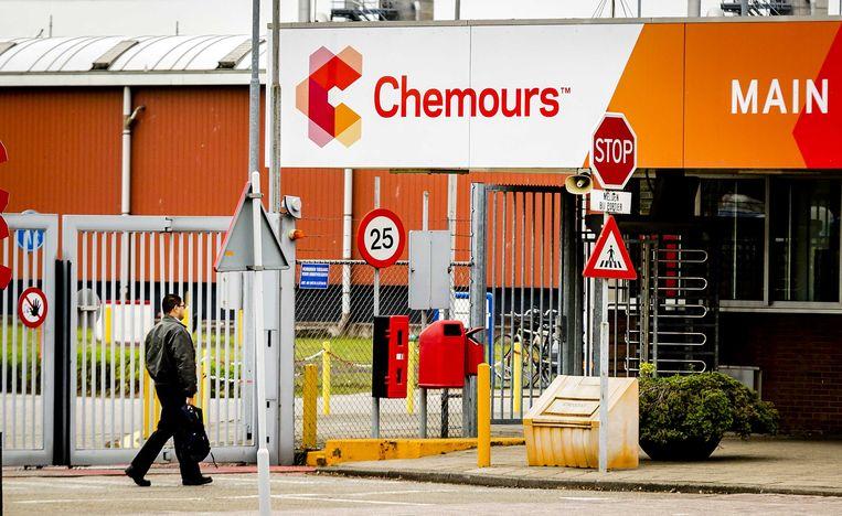 De hoofdingang van chemiebedrijf Chemours in Dordrecht, een afsplitsing van chemieconcern Dupont.  Beeld ANP