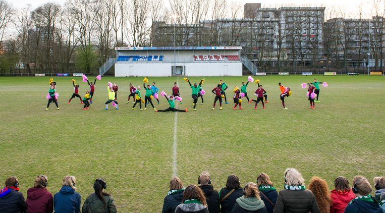 Try-out van de co-productie tussen Bontehond en DOX bij Zwaluwen in Utrecht. Beeld null
