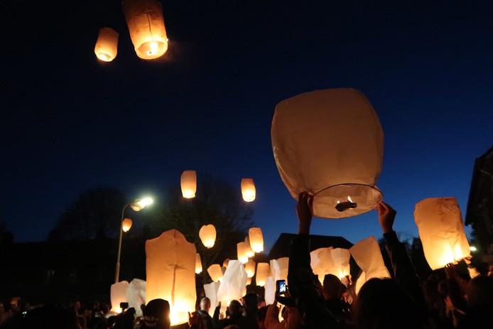 Wensballonnen werden opgelaten bij de herdenking