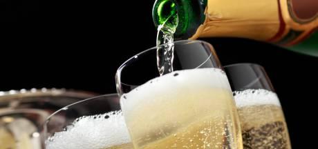Moins de 10 euros la bouteille de champagne: une guerre des prix et le moment de faire des affaires