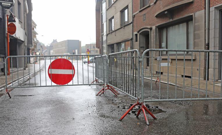 De Nieuwstraat in Asse blijft voorlopig afgesloten voor alle verkeer.