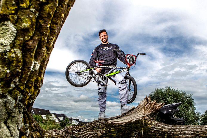 Hessel Tijssen wacht vol ongeduld het moment af waarop hij met zijn BMX over een pumptrack in Wijhe kan flitsen.