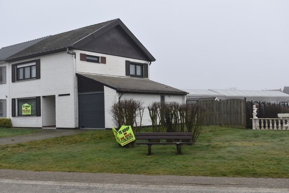 De aankoop van deze woning door de gemeente roept heel wat vragen op bij de bewoners van de Olmenlaan.