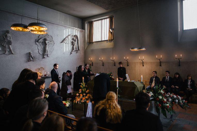 De begrafenis van Daniel Cuevas Zuniga, een 63-jarige man die een handgranaat vond op straat in Stockholm. Dergelijke wapens, die over zijn gebleven van de oorlog in Joegoslavië, worden verkocht aan Zweedse bendes.