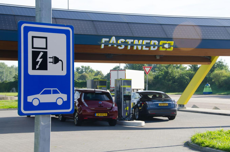 Fastned, producent van snellaadstations, plaatst nog dit jaar bij AH XL in Nijmegen een laadpaal.