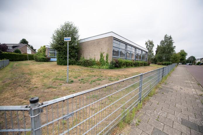 De voormalige, leegstaande Mauritsschool, waar straks een woonvorm moet verrijzen voor 32 mensen met een verstandelijke beperking.