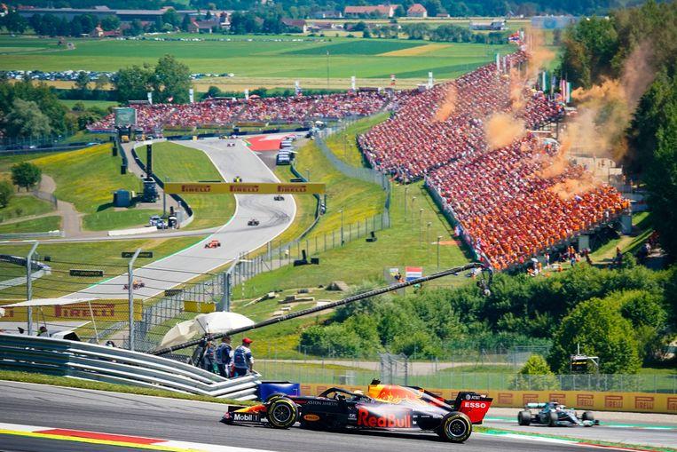 Juni 2019, Max Verstappen ligt op kop van de GP van Oostenrijk tot vreugde van zijn fans, die de Red Bull-ring oranje kleuren. Beeld Getty Images
