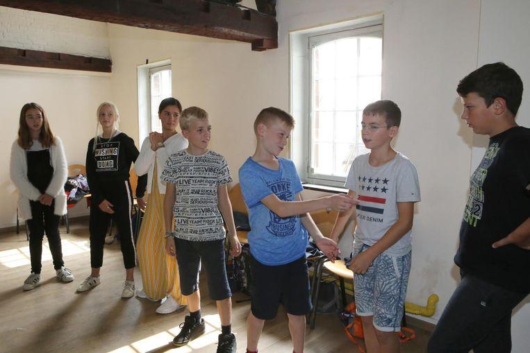 Enkele leerlingen tijdens een van de vele workshops.