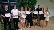 Sivi reikt diploma's uit aan leerlingen BSO