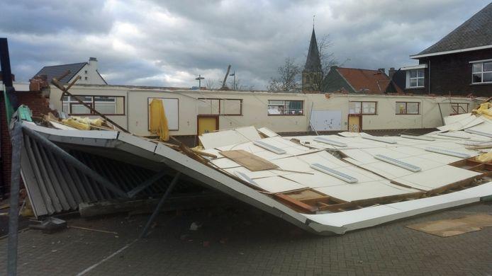 Het volledige dak van de school werd weggeblazen.