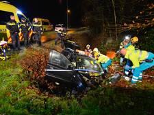 Auto rijdt in de sloot in Eersel, bestuurder gewond naar ziekenhuis