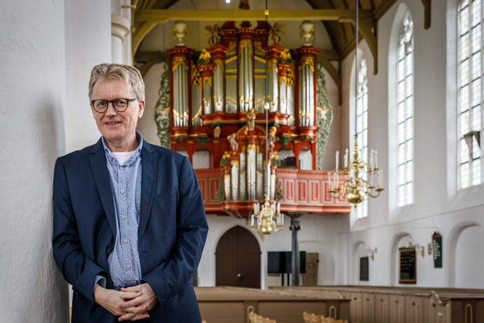 Johan Bredewout is naast organist in de Grote- of Sint Nicolaaskerk in Vollenhove ook dirigent en componist.