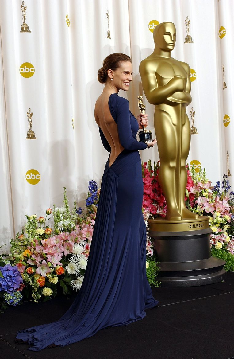 Hilary Swank in Guy Laroche (2005) The 15 most memorable dresses from the history of the Oscars