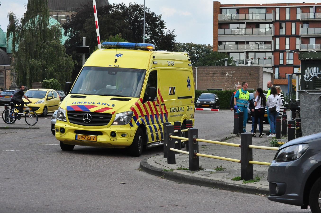 Vrouw gewond na slagboom op het hoofd in Waalwijk.