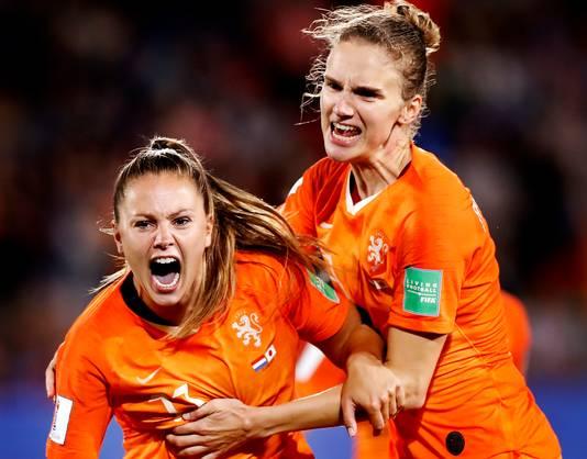 Lieke Martens schreeuwt het uit na haar winnende goal tegen Japan.