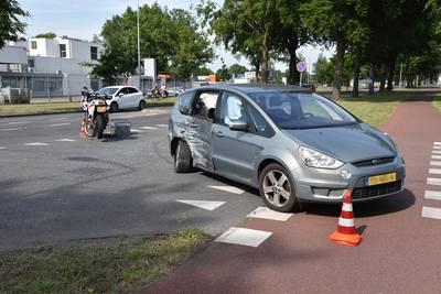 Motorrijder gewond bij botsing met auto op Nieuweweg
